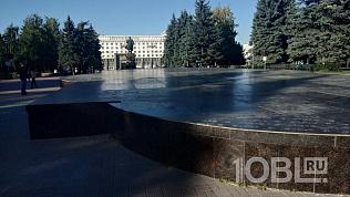 В Челябинске на центральной площади закрыли фонтан