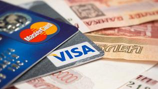 Эксперт рассказал, в каких случаях банки имеют право списывать деньги с карты
