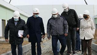 Алексей Текслер посетил строительную площадку инфекционной больницы
