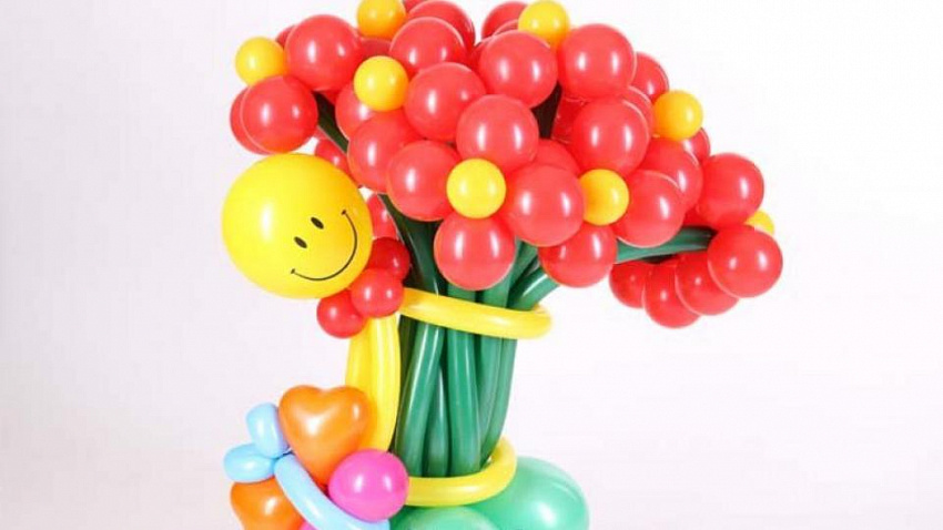 Необычное оформление праздника цветами из шаров