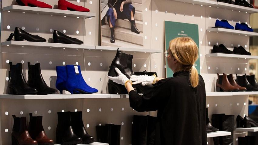 Выручка обувных магазинов Челябинска сократилась на треть