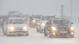 Семибалльные пробки и повышение цен на такси: как Челябинск переживает непогоду