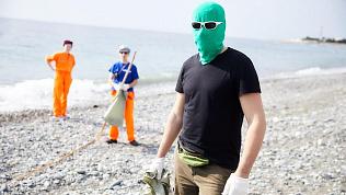Челябинский Чистомэн вместе с членами «Гринпис» отправился в экспедицию на Черное море