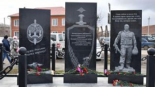 В Аргаяше открыли мемориальный комплекс, посвященный правоохранителям
