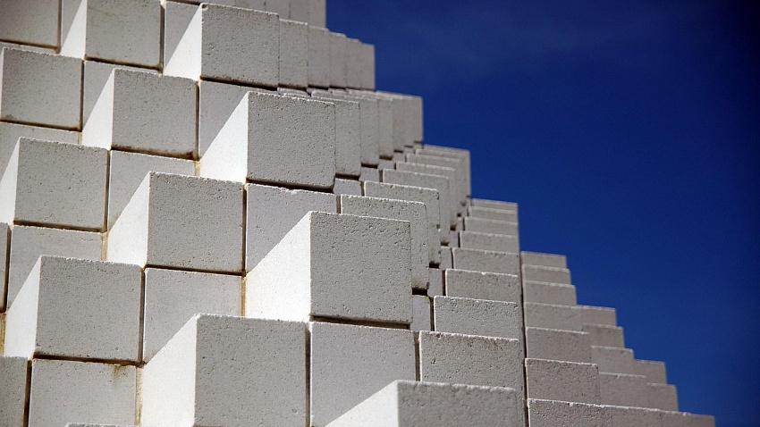 Что лучше в строительстве дома — кирпич или газобетон
