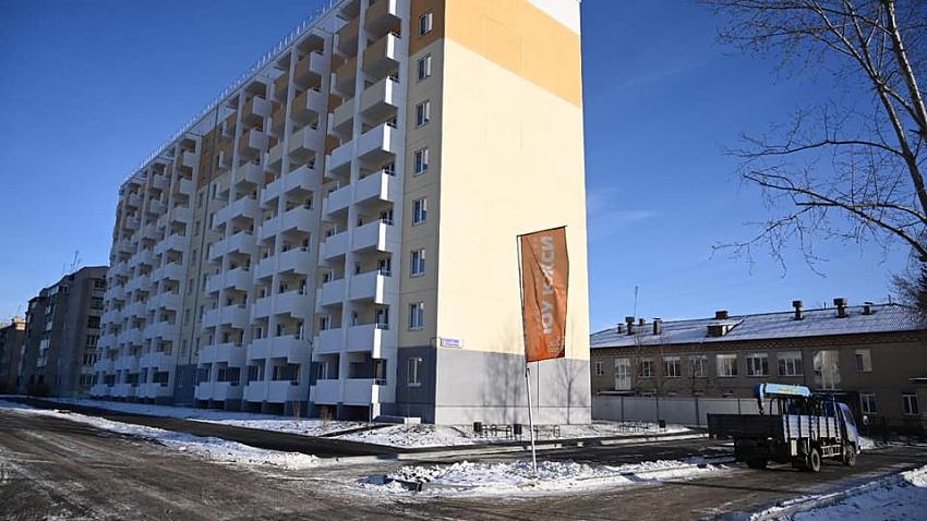 В поселке Новосинеглазово построили дом для детей-сирот и переселенцев из ветхо-аварийного жилья