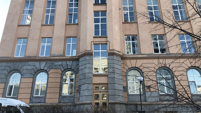 В Челябинске возбудили уголовное дело из-за некачественного ремонта областной библиотеки