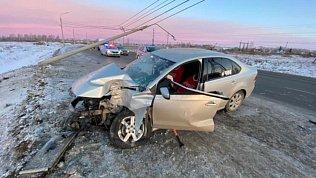 18-летняя автоледи въехала встолб вПарковом микрорайоне Челябинска
