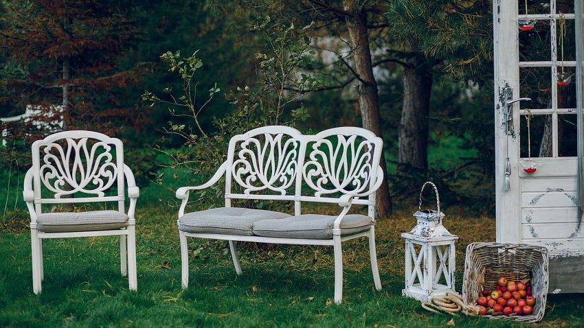 Подбираем качественную и стильную мебель для сада