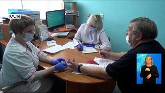Врачей вакцинируют от коронавируса