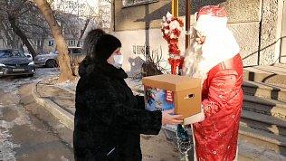 Полицейский Дед Мороз посетил ветеранов и семьи сотрудников, погибших при исполнении