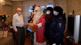 Полицейский-Дед Мороз: видео о славной работе волшебника