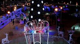 Челябинск в праздничных огнях: видео накануне Нового года