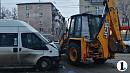 В центре Челябинска столкнулись маршрутка и трактор
