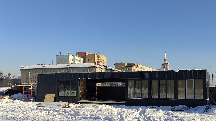 В Челябинске демонтируют павильоны возле памятника Курчатову