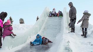 Не оттепель — так хулиганы: вКопейске разрушили ледовый городок
