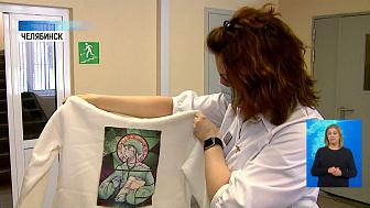 Школьница подарила худи с принтом медика
