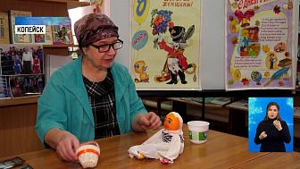 В библиотеке работает художник-волонтер