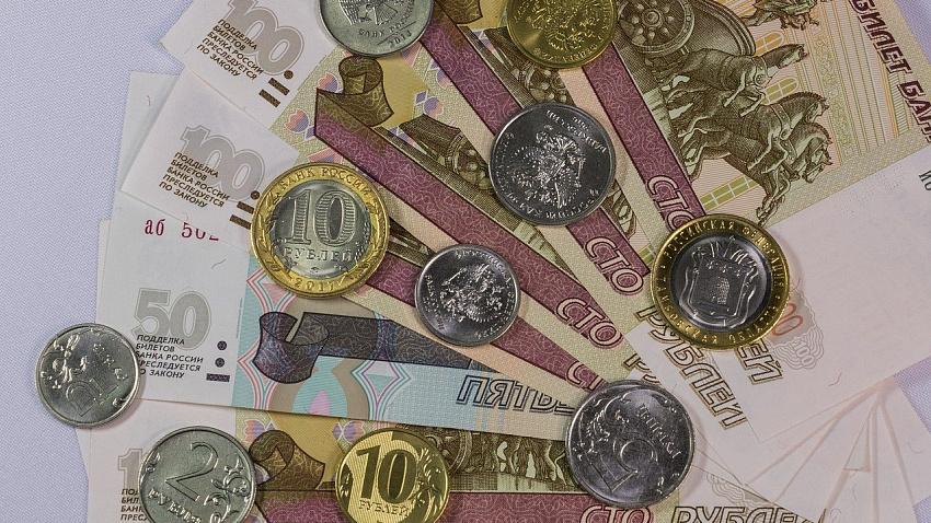 Среднемесячная зарплата в Челябинской области выросла на 2,5%