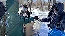 Носки, перчатки и продукты передали для бездомных активисты вЧелябинске