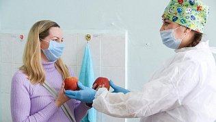 Жителям Магнитогорска раздавали фрукты вовремя вакцинации отCOVID-19