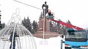 В Челябинске восстанавливают поврежденную сильным ветром иллюминацию