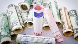Эксперты рассказали, в какой валюте челябинцам хранить сбережения