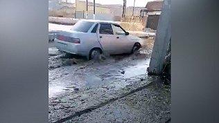 Жители Челябинска жалуются напотоп перед домом