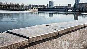На набережной Челябинска гранит невыдержал и треснул