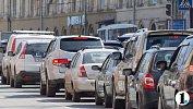 Движение подорогам Челябинска затруднено из-за пробок и провала асфальта